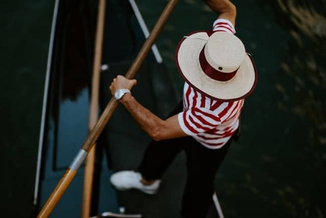 Do you tip the gondolier at the venetian